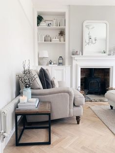 Awesome 35 Enchanting Easter Living Room Design Ideas To Try Asap Victorian Living Room, Cottage Living Rooms, New Living Room, Living Room Interior, Home And Living, Living Room Decor, Living Room With Bay Window, Front Room Decor, Wall Decor