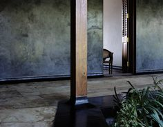 beautiful detail of post    Tara House – Studio Mumbai