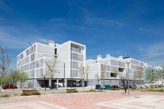 Social Housing in Valleca´s Eco-boulevard / Olalquiaga Arquitectos