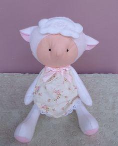 Ovelha mady em feltro. Decoração de quarto de bebê tema ovelha. Decoração de chá de bebê tema ovelhinha