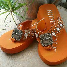 Hide n Sole Flip Flop Longhorn bling! In wonderful condition, worn about 5 times! Cute western style! Hide n Sole  Shoes