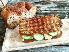 Low Carb Sandwichbrot einfach und schnell gemacht, mit wenigen Zutaten! Enthält kaum Kohlenhydrate, dafür vollen Geschmack!