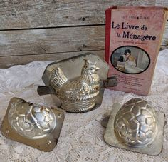 Vintage French Brocante Easter Hen Chocolate Mold, Antique Chocolate Mold, Old Baking Dish, Vintage Easter Decor, Old Chocolate Easter Mold Etsy Vintage, Vintage Shops, Vintage Items, Easter Chocolate, Chocolate Molds, Patriotic Wreath, Vintage Easter, French Vintage, Etsy Shop