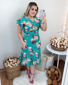 Victor Hugo, Types Of Fashion Styles, Green Dress, Beautiful Dresses, Curvy, Short Sleeve Dresses, Plus Size, Chic, Outfits