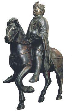 Statuette équestre de Charlemagne ou Charles le Chauve, Bas-Empire (cheval) et IXe siècle (cavalier), bronze autrefois doré, 25cm, provient trésor de la cathédrale de Metz, Louvre département des objets d'art du haut moyen-âge - Bronze inspiré des statues équestres antiques (Marc-Aurèle, Rome)