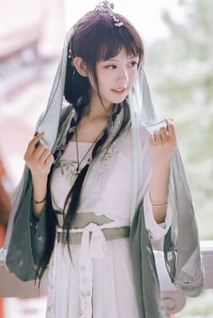 Ophelia, as a nanny Chinese Clothing Traditional, Traditional Fashion, Traditional Outfits, Hanfu, Cute Asian Girls, Beautiful Asian Girls, Cute Girls, Japanese Model, Japanese Girl