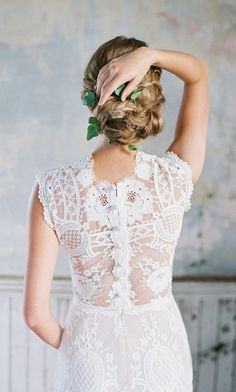 A beautiful lace back on this sheer Claire Pettibone gown #littlebookforbrides #weddingdress #weddinggown #beautifulbride
