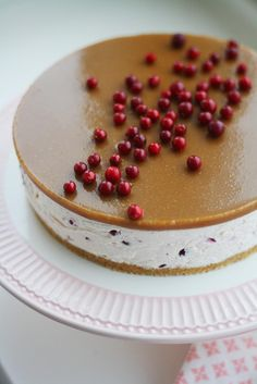 Salted caramel cake with lingonberries No Bake Desserts, Delicious Desserts, Yummy Food, Sweet Recipes, Cake Recipes, Dessert Recipes, Sweet Pastries, Gluten Free Baking, Christmas Baking