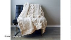 Throw Blanket / Rug Super Chunky Double Cable Approximately 49 Plaid Au Crochet, Crochet Throw Pattern, Chunky Blanket, Afghan Blanket, Knitted Afghans, Knitted Throws, Anne Galante, Laine Chunky, Cable Knit Blankets