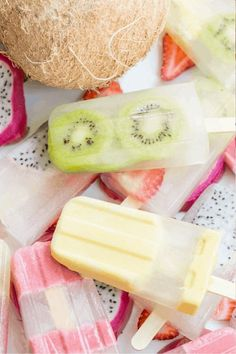 If you're looking for a refreshing sweet frozen treat on a hot summer day or just looking for a healthy snack, then these homemade fruit popsicles are a perfect idea. There are popsicle recipes for kids and adults too and what's great about making your own treats at home is that you can control the amount of sugar which is always a good thing and can be made with fresh or canned fruit. yogurt popsicles | rainbow popsicles | watermelon popsicles | berry popsicles | melon popsicles #recipe Ice Lolly Recipes, Healthy Popsicle Recipes, Jelly Recipes, Homemade Fruit Popsicles, Healthy Popsicles, Healthy Smoothies, Smoothie Recipes, Watermelon Popsicles, Yogurt Popsicles