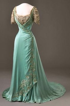 Evening Dress worn by Queen Maud of Norway | by House of Worth | c.1909 | Medium: unknown |
