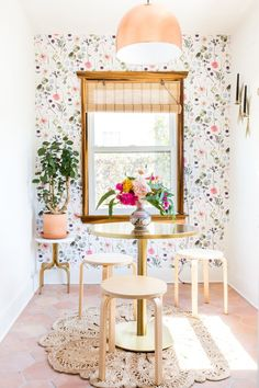 This would be so cute in a dorm room. This Floral Wallpaper is perfect for this home nook idea. It is peel and stick too making it the most beautiful patterned removable wallpaper we have seen! Wallpaper Samples, Fabric Wallpaper, Flowery Wallpaper, Colorful Wallpaper, Design Scandinavian, Design Apartment, Wall Decor, Room Decor, Prepasted Wallpaper
