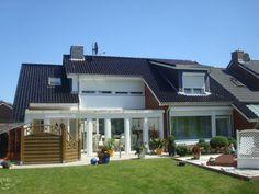 Neues Reihenhaus mit Vorgarten. Arbeiten am Steildach inklusive Dachgaube der Dachdeckerei Baass in Neukirchen (23779) | Dachdecker.com