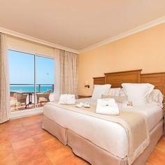 Te apetece dormir mirando a una de las playas más bonitas de España? Would you like to sleep looking at one of the most beautiful beaches in #Spain ? #FuerteConilCostaLuz #FuerteHoteles #Conil #Cadiz #CostadelaLuz