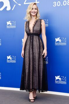 Дженнифер Лоуренс на фотоколле премьеры Мама! на Венецианском кинофестивале