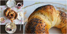Opravdové domácí loupáčky. Recept na ty kvasnicové od Vaňka: http://pradobroty.blogspot.cz/2013/05/sladky-loupak-makovka.html a na ty kváskové: http://www.kvaskovepeceni.cz/139/ U obojího ideálně udělat těsto k večeru a loupáčky nechat kynout na plechu přes noc v lednici. Ráno jen cca 20 minut upéct a dát si je čerstvé s máslem ke snídani.
