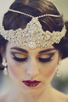 Gold glitter eye make up. Glamorous wedding make up. Boho Bride make up. Wild bride make up Great Gatsby Makeup, Great Gatsby Party, The Great Gatsby, 1920s Makeup Gatsby, Flapper Makeup, Roaring 20s Makeup, 1920 Makeup, Vintage Makeup, Gatsby Theme