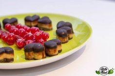 Low carb peanut butter cups - Schokolade und Erdnussbutter in Kombination und Perfektion... Ketogene Fett Bomben zum Valentinstag