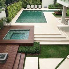 Tem lugar melhor para um domingo???? {} Simplesmente apaixonada por essa área de lazer e jardim  { Projeto @f_o_l_h_a_paisagismo } . #arquitetura #paisagismo #areadelazer #decoração #piscina #revestimento #design #olioliteam #blogalmocodesexta #sunday #grupodecordigital