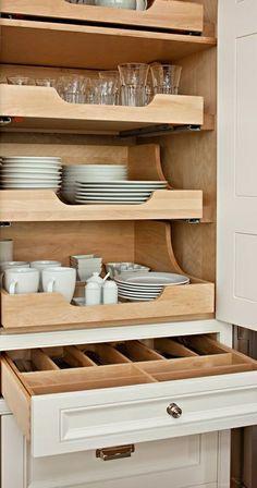 schubladeneinteilung küche praktische einrichtung besteck gläser teller tassen