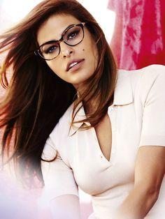 Eva Mendes, nouvelle égérie Vogue Eyewear - News Beauté - Doctissimo Eva Mendes, Mario Testino, Divas, Fashion Eye Glasses, Girls With Glasses, Womens Glasses, Eyeglasses, Portraits, Victoria