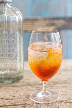 Aperol Spritz King Food, Italian Drinks, Summer Months, Alcoholic Drinks, France, Liquor Drinks, Alcoholic Beverages, Liquor