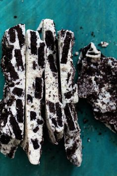 Oreo Cookie Bark! Cookies and Cream Breakaway ~ A 20 minute, 2 ingredient, sweet and simple dessert filled with Oreo goodness.  Yes, another fast and easy dessert recipe that's perfect for your holiday baking.