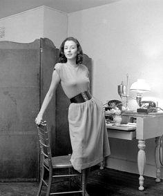 Dorian Leigh, photo by Nina Leen, November 1946 (lovely & simple)