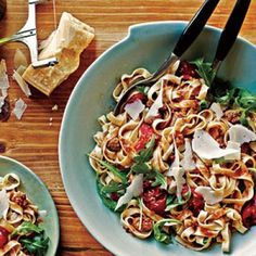 Sausage, Tomato, and Arugula Fettuccine by Cooking Light. MyRecipes recommends that you make this Sausage, Tomato, and Arugula Fettuccine recipe from Cooking Light Healthy Pasta Recipes, Healthy Pastas, Fast Recipes, Arugula Recipes, Healthy Dishes, Paleo Recipes, How To Cook Sausage, How To Cook Pasta, Healthy Menu