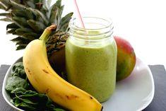 Boire un smoothie vert au déjeuner est une excellente façon d'incorporer une portion ou deux de légumes verts dans votre alimentation, sans vraiment vous en rendre compte! Les légumes passent inaperçus lorsque mélangés à des fruits et un liquide comme du lait d'amandes ou du yogourt. Les légumes verts sont extrêmement riches en chlorophylle, incroyablement…