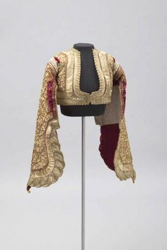 Jacket, Corfu Greece, Short, fitted jackets were fashionable for men and women in century Greece. Embroidering with metal thread is a long tradition in Greece that was profoundly influenced by centuries of Ottoman rule. Costume Tribal, Folk Costume, Historical Costume, Historical Clothing, Mode 3d, Vintage Outfits, Vintage Fashion, Mode Outfits, Larp