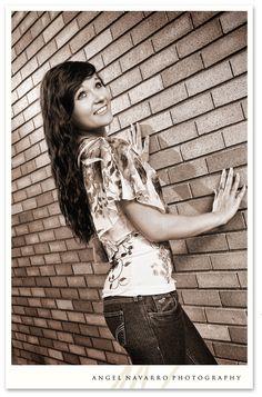 senior_pictures_brick_wall- angelnavarro