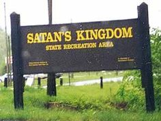 Satan's Kingdom - Funny Sign Funny Picture Jokes, Best Funny Pictures, Funny Stuff, Funny Road Signs, Magical Pictures, Billboard Signs, Camping Signs, Funny Names, Top Casino