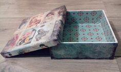 Caixa Vintage, em MDF, decorada com papel de Scrakbook, tecido e betume.