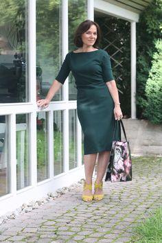 Hunter green ZARA midi dress and yellow sandals - style over 50