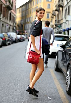 Ava Smith, Milano 2012 Little dress with flat shoes and red bag!! It is perfect!