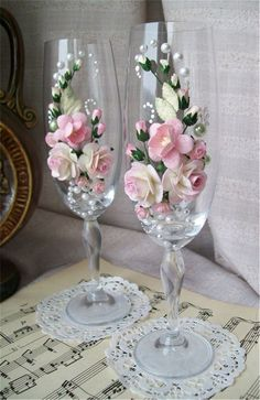 2019 Wedding Champagne Glasses Table Decor Ideas Sumcoco is part of Wedding champagne glasses - The best ideas toasting flutes for bride and groom in a different style which impress you Look this wedding glasses decor ideas and happy planning! Wedding Wine Glasses, Wedding Champagne Flutes, Champagne Glasses, Wedding Crafts, Diy Wedding, Wedding Decorations, Elegant Wedding, Rustic Wedding, Wedding Bouquet