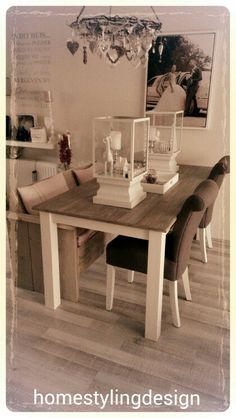 Trend van nu..een stoere bank en stoelen aan tafel! By homestylingdesign