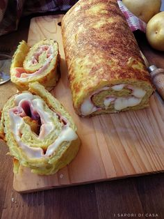 Rotolo di patate con prosciutto e formaggio No Salt Recipes, Veggie Recipes, Appetizer Recipes, Vegetarian Recipes, My Favorite Food, Favorite Recipes, Savory Pastry, Strudel, Food Blogs