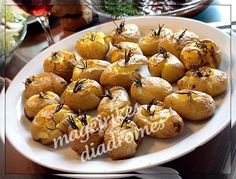 Πατατούλες στο φούρνο με δεντρολίβανο Party Recipes, Greek Recipes, Potato Recipes, Baked Potato, Muffin, Food And Drink, Potatoes, Baking, Breakfast