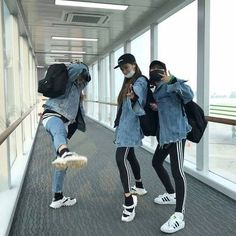 Find images and videos about friends, korean and ulzzang on We Heart It - the app to get lost in what you love. Ulzzang Girl Fashion, Style Ulzzang, Mode Ulzzang, Korean Ulzzang, Best Friend Pictures, Bff Pictures, Friend Photos, Korean Couple, Korean Girl