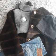 #ootd #winter #cold #frost #mrzneazprasti #sunshine #cashmere #turtleneck #grey #braun #blue #sunglasses #christiandior #naprochazku #nacestu #forawalk #onthejourney #dnesnosim #massimodutti #rehashjeans #fakefur
