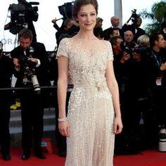 """Schauspielerin Alexandra Maria Lara legte bei der Premiere von """"On the Road"""" in Cannes einen bezaubernden Auftritt im Traumkleid von Elie Saab Haute Couture hin."""