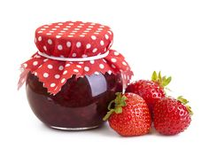 This easy strawberry jam recipe is perfect for beginners. This jam is made without pectin and is very soft, delicious and spreadable. You can spread it on bread, pancakes and use it to prepare different tasty cakes. Homemade Strawberry Jam, Strawberry Jam Recipe, Fruit Preserves, Fruit Jam, Homemade Mothers Day Gifts, How To Make Jam, Vegetable Drinks, Jam Recipes, Cream Cake