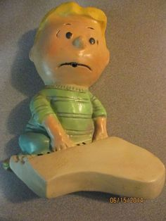 """SCHROEDER - CHARLIE BROWN'S FRIEND CARTOON CHALKWARE STRING HOLDER"