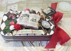 Alice In Wonderland Crafts, Alice In Wonderland Characters, Adventures In Wonderland, Lewis Carroll, Altered Tins, Altered Art, Pinterest Diy Crafts, Altoids Tins, Operation Christmas Child
