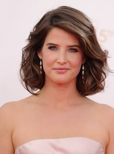 How I met your mother - Robin Scherbatsky - Robin Sparkles - Cobie Smulders - HIMYM Robin Scherbatsky, Cobie Smulders, Beautiful Celebrities, Beautiful Actresses, How I Met Your Mother, Look Fashion, Hairdresser, Beauty Women, Lady