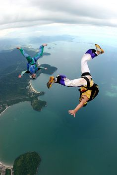 Skydiving over Ubatuba, Sao Paulo, Brazil (by Rick Neves)