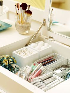 Organize a makeup and jewelry station with modular containers, use tine fabric sacs for jewelry, and fill a vase with sand to hold makeup brushes. #organizedlifestyle