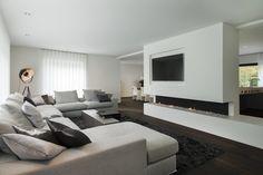 Descubra fotos de Salas de estar modernas por Lab32 architecten. Encontre em fotos as melhores ideias e inspirações para criar a sua casa perfeita.
